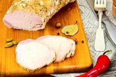 Βρασμένο κρύο χοιρινό κρέας με το καρύκευμα Στοκ φωτογραφία με δικαίωμα ελεύθερης χρήσης