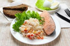 Βρασμένο ρύζι με το σολομό Στοκ Εικόνες