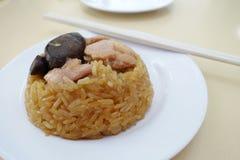 Βρασμένο στον ατμό κολλώδες ρύζι με το κοτόπουλο στοκ εικόνα με δικαίωμα ελεύθερης χρήσης
