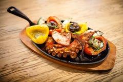 Βρασμένο χταπόδι με τα λαχανικά Στοκ εικόνα με δικαίωμα ελεύθερης χρήσης