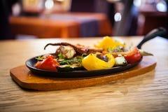 Βρασμένο χταπόδι με τα λαχανικά Στοκ Εικόνα