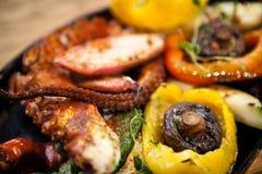 Βρασμένο χταπόδι με τα λαχανικά Στοκ εικόνες με δικαίωμα ελεύθερης χρήσης
