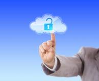 Βραχίονας που φθάνει για να αγγίξει το ανοικτό εικονίδιο κλειδαριών στο σύννεφο Στοκ φωτογραφίες με δικαίωμα ελεύθερης χρήσης