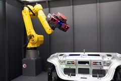 Βραχίονας ρομπότ με τον τρισδιάστατο ανιχνευτή Αυτοματοποιημένη ανίχνευση Στοκ Φωτογραφία