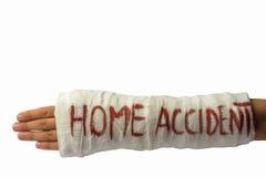 βραχίονας στο ασβεστοκονίαμα με το εγχώριο ατύχημα επιγραφής στο άσπρο υπόβαθρο Στοκ φωτογραφία με δικαίωμα ελεύθερης χρήσης