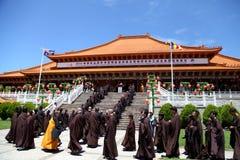 Βραχυπρόθεσμος μοναστικός ναός Tien γιαγιάδων υποχώρησης @ στοκ φωτογραφίες