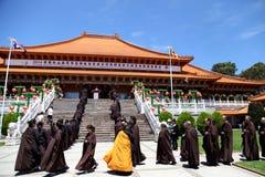 Βραχυπρόθεσμος μοναστικός ναός Tien γιαγιάδων υποχώρησης @ στοκ εικόνες
