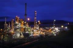 Βραδινή βάρδια διυλιστηρίων πετρελαίου Στοκ φωτογραφία με δικαίωμα ελεύθερης χρήσης