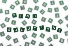 Βρείτε τις λύσεις - σαφείς επιστολές ενάντια θολωμένος Στοκ Φωτογραφία