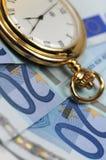 βρείτε το χρόνο χρημάτων Στοκ εικόνες με δικαίωμα ελεύθερης χρήσης