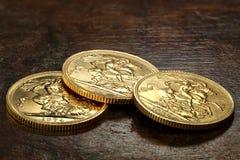 Βρετανικά κυρίαρχα χρυσά νομίσματα Στοκ φωτογραφίες με δικαίωμα ελεύθερης χρήσης