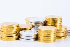 Βρετανικά νομίσματα που τακτοποιούνται σε ένα άσπρο υπόβαθρο Στοκ εικόνα με δικαίωμα ελεύθερης χρήσης