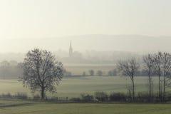 Βρετανική επαρχία στην ομίχλη πρωινού στοκ φωτογραφίες
