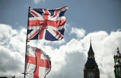 Βρετανική σημαία του Union Jack που φυσά στον αέρα Στοκ εικόνα με δικαίωμα ελεύθερης χρήσης
