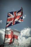 Βρετανική σημαία του Union Jack που φυσά στον αέρα Στοκ Φωτογραφία