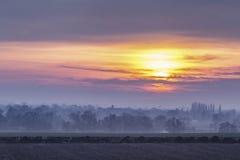 Βρετανικοί τομείς επαρχίας στο μουντό ηλιοβασίλεμα στοκ φωτογραφία με δικαίωμα ελεύθερης χρήσης