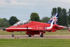 Βρετανικό αεροδιαστημικό γεράκι Τ της Royal Air Force RAF 1 XX310 της ομάδας επίδειξης της Royal Air Force Aerobatic τα κόκκινα β Στοκ εικόνες με δικαίωμα ελεύθερης χρήσης