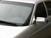 βροχή αυτοκινήτων κάτω Στοκ φωτογραφίες με δικαίωμα ελεύθερης χρήσης
