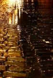 Βροχή Γ νύχτας οδών Cobbled Στοκ Εικόνα