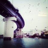 Βροχή και γέφυρα Στοκ εικόνα με δικαίωμα ελεύθερης χρήσης
