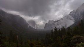Βροχή κοιλάδων Yosemite απόθεμα βίντεο