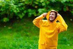 βροχή κοριτσιών κάτω Στοκ Φωτογραφίες