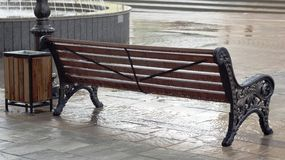 Βροχή Μαΐου στη για τους πεζούς οδό Nalchik Στοκ εικόνες με δικαίωμα ελεύθερης χρήσης