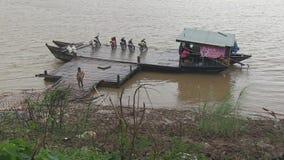 Βροχή, πορθμείο, mekong, Καμπότζη, Νοτιοανατολική Ασία απόθεμα βίντεο