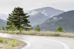 Βροχή σε έναν δρόμο βουνών Στοκ φωτογραφία με δικαίωμα ελεύθερης χρήσης