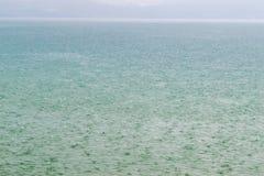 Βροχή στη λίμνη Στοκ φωτογραφία με δικαίωμα ελεύθερης χρήσης