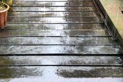 Βροχή στον του χωριού θαλάσσιο περίπατο Sarawak Μπόρνεο Στοκ φωτογραφία με δικαίωμα ελεύθερης χρήσης
