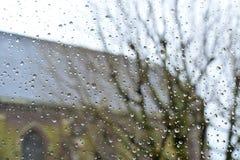 Βροχή στο γυαλί από το παράθυρο Στοκ φωτογραφία με δικαίωμα ελεύθερης χρήσης