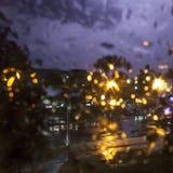 Βροχή, φακοί, λάμψη της αστραπής στοκ φωτογραφία με δικαίωμα ελεύθερης χρήσης