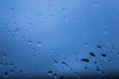 Βροχή glassraindrops σε ένα παράθυρο το φθινόπωρο Στοκ Εικόνα