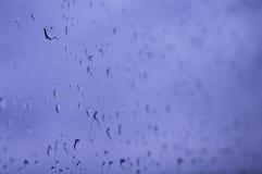 Βροχή glassraindrops σε ένα παράθυρο το φθινόπωρο Στοκ Εικόνες