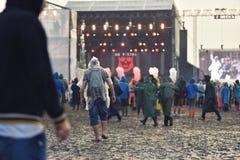 Βροχερές ημέρες σε ένα φεστιβάλ μουσικής στοκ φωτογραφίες