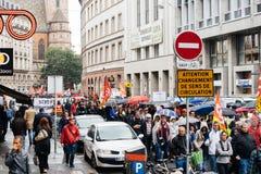 Βροχερή ημέρα κατά τη διάρκεια του πολιτικού Μαρτίου κατά τη διάρκεια γαλλική σε εθνικό επίπεδο day ag Στοκ Φωτογραφία
