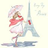 Βροχερή ημέρα κοριτσιών μόδας στο Παρίσι Στοκ Εικόνα