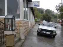 Βροχερή ημέρα σε μια λιβανέζικη πόλη βουνών στοκ φωτογραφίες