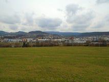 Βροχερή ημέρα στη μετα κομμουνιστική βιομηχανική πόλη στη Δημοκρατία της Τσεχίας, Ευρώπη στοκ εικόνες