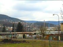 Βροχερή ημέρα στη μετα κομμουνιστική βιομηχανική πόλη στη Δημοκρατία της Τσεχίας, Ευρώπη στοκ εικόνες με δικαίωμα ελεύθερης χρήσης