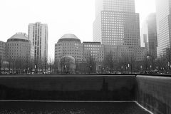 Βροχερή Νέα Υόρκη - 9/11 αναμνηστικός μονοχρωματικός Στοκ φωτογραφία με δικαίωμα ελεύθερης χρήσης