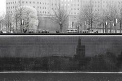Βροχερή Νέα Υόρκη - 9/11 αναμνηστικός μονοχρωματικός Στοκ εικόνα με δικαίωμα ελεύθερης χρήσης