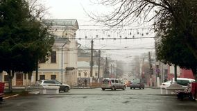 Βροχερή ομιχλώδης πόλη φθινοπώρου στη Ρωσία απόθεμα βίντεο