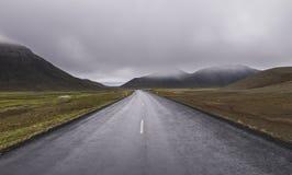 Βροχερός δρόμος στην Ισλανδία Στοκ φωτογραφία με δικαίωμα ελεύθερης χρήσης