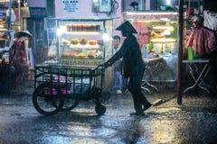 Βροχερό απόγευμα, κουρέλια ΜΚΟ του 23-10-2016 στην οδό, Ho Chi Minh, Βιετνάμ Στοκ εικόνα με δικαίωμα ελεύθερης χρήσης