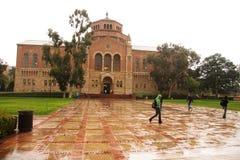 βροχερό πανεπιστήμιο ημέρας στοκ φωτογραφία