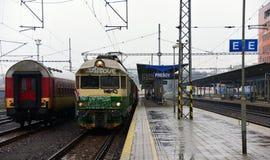 Βροχερό τραίνο πρωινού Στοκ εικόνα με δικαίωμα ελεύθερης χρήσης