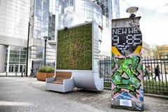 Βρυξέλλες, Βέλγιο - 10 Απριλίου 2018: Συσκευή φίλτρων βρύου τοίχων διαβίωσης αφαίρεσης ρύπανσης CityTree που εγκαθίσταται στο Ευρ Στοκ φωτογραφίες με δικαίωμα ελεύθερης χρήσης