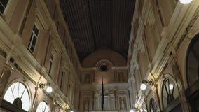 Βρυξέλλες, Βέλγιο Galeries Royales Άγιος-Hubert τη νύχτα φιλμ μικρού μήκους
